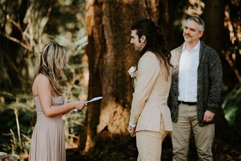 What Happens During an Elopement   Young, Hip & Married