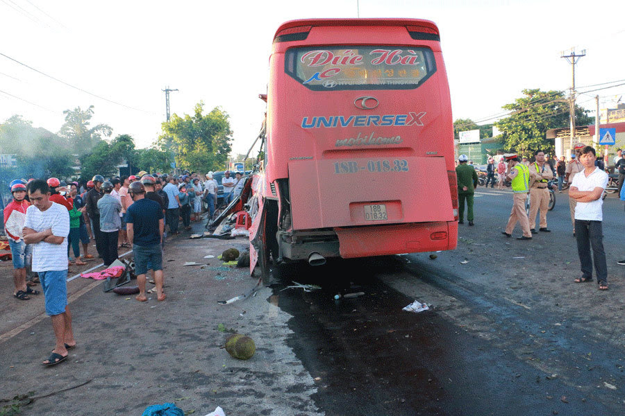tai nạn giao thông, xe tải đâm xe khách, tai nạn xe khách, tai nạn ở Gia Lai