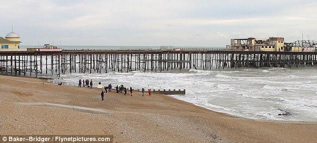 Histórico: a cena foi filmada em Hastings, East Sussex pelo seu ex-cais que queimou outubro do ano passado