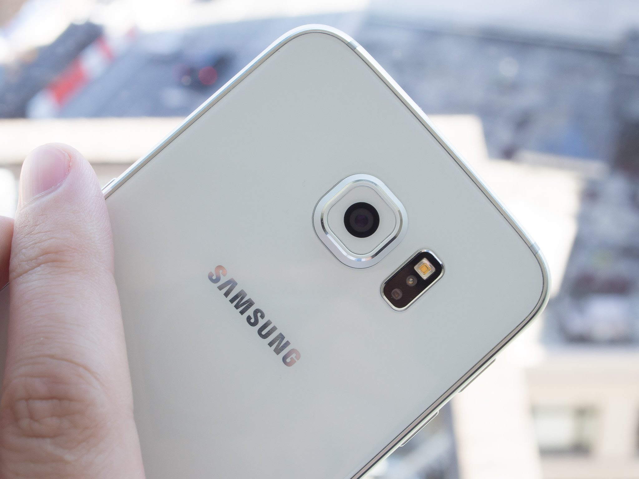 http://www.androidcentral.com/sites/androidcentral.com/files/styles/xlarge_wm_brw/public/article_images/2015/04/galaxy-s6-camera-back-angle-hand.jpg?itok=LyBO_C_1