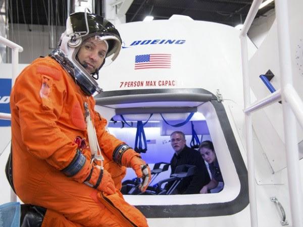 El astronauta Randy Bresnik se prepara para entrar en la nave CST-100, Boeing, para una evaluación en el Centro de Soporte de Producto compañía en Houston; nave debe llevar astronautas a la ISS, segundo anuncio de la NASA (Foto: Reuters / Nasa)