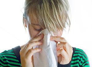 Cientistas australianos contestam a ideia de tomar muito líquido para ajudar a combater o resfriado