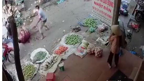 Hà Nội, chém nhau giữa chợ