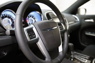 2011 Chrysler 300 steering wheel