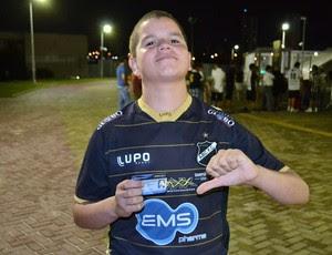 Torcedores reclamaram da demora para comprar ingressos na Arena das Dunas, em Natal (Foto: Jocaff Souza)