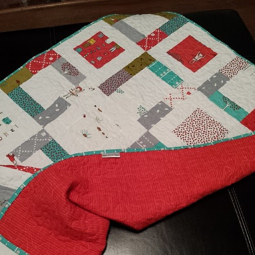 Little apples quilt done and done. It's been instantly being claimed by a gf for her littlest one ♡♡♡♡♡