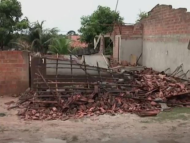 População destrói casa após morte de crianças eletrocutadas no MA