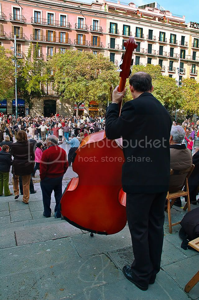 Contrabass player at Barcelona Cathedral and sardana dancers[enlarge]