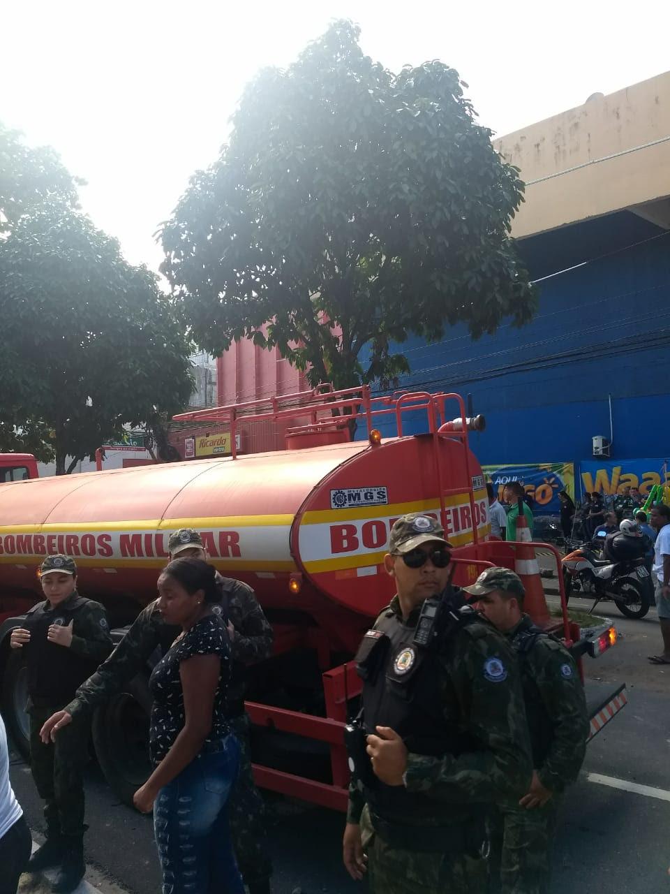 3018bec3 d970 4b68 a2f7 79db56134c76 - VEJA VÍDEO: Motorista de ônibus perde controle, invade calçada, destrói veículos e deixa feridos no Parque da Lagoa