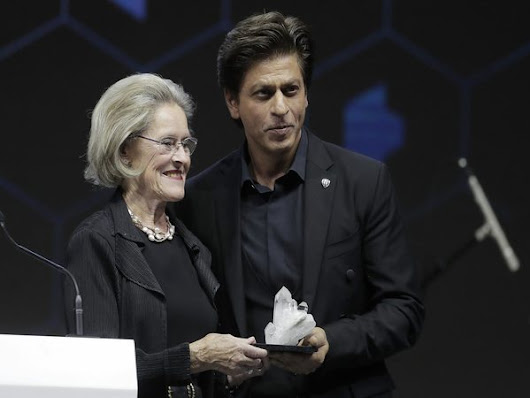 Why was Shah Rukh Khan awarded at Davos? - Oneindia