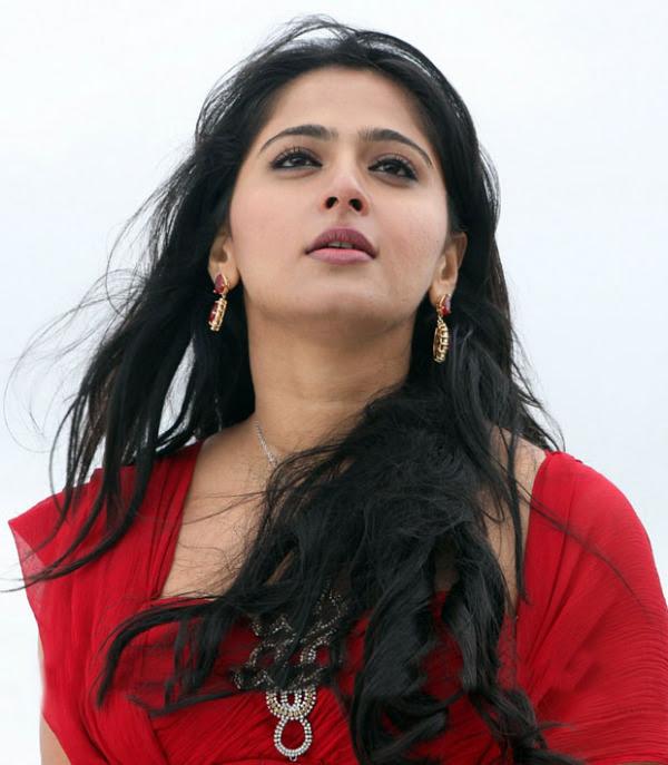 anushka hot photos in siva thandavam 02 Anushka Hot Photos in Siva Thandavam