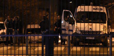 Os ataques, que aconteceram na noite desta sexta-feira (13), ocorreram em sete lugares diferentes / Foto: AFP