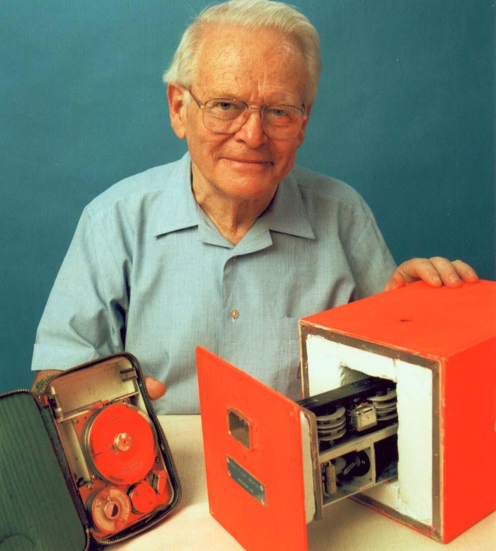 Resultado de imagem para David Warren – O inventor da Caixa Preta