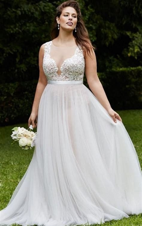 A Shopping Guide to Help You Choose Plus Size Wedding