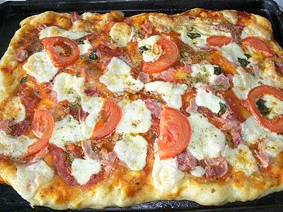 pizza entière cuite.jpg