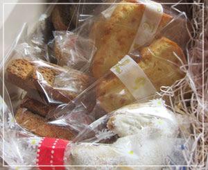 玉緒さんの「年末お惣菜セット」、こちらは焼き菓子の箱♪
