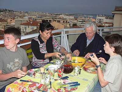 dîner sur la terrasse.jpg