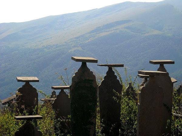 Кладбище в ауле Кубачи / Фото из России