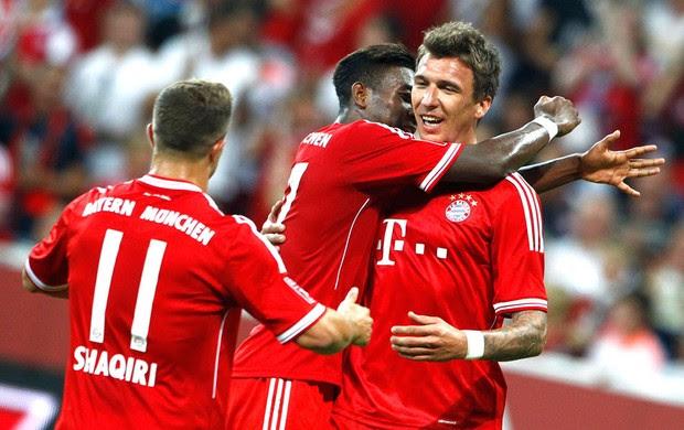 Mandzukic, alaba e Shaqiri comemoração Bayern de munique contra o Manchester city (Foto: Agência Reuters)