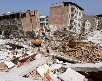 Image result for blocuri daramate la cutremurul din 1977imagini