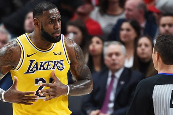 cdeef3c255c2 NBA media upset at officiating in Lakers 126-111 loss to Rockets