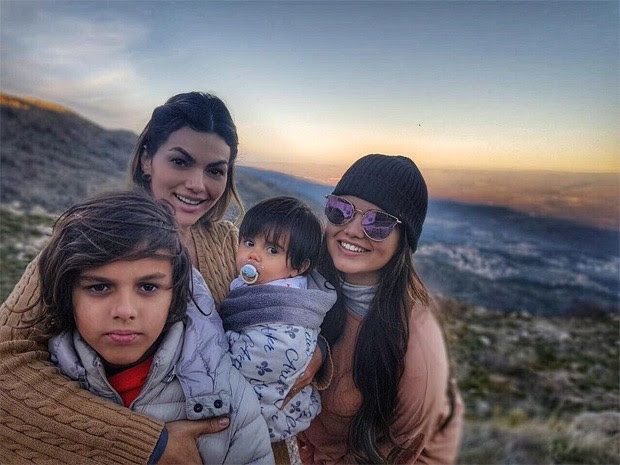 Kelly Key com os filhos Jaime Vitor, Artur (no colo) e Suzanna Freitas (Foto: Reprodução/Instagram)