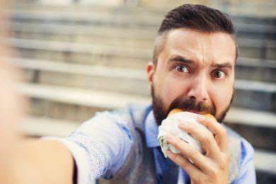 أطعمة تجعلك تعيش أقلّ