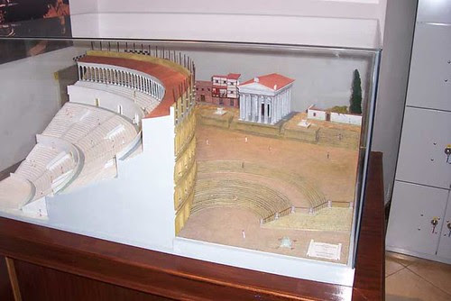 Maqueta teatro romano.