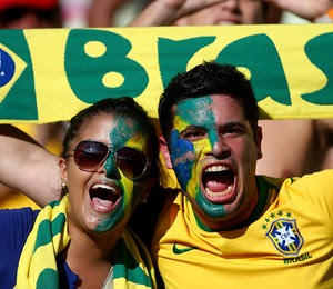 Torcedores no Castelão, em Fortaleza (Foto: Clive Mason/Getty Images)