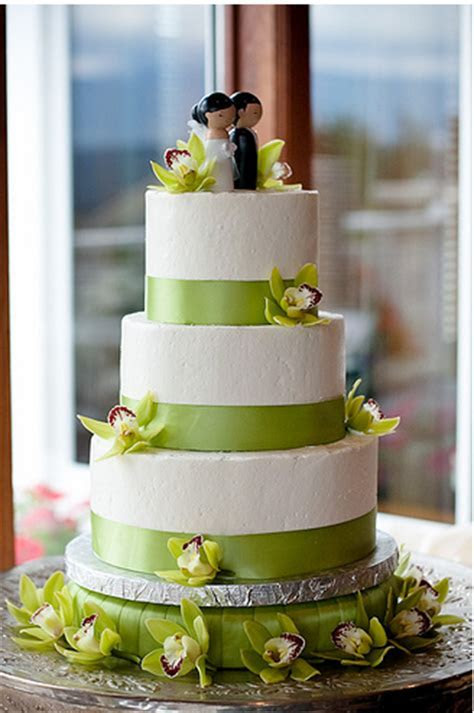 Very modern wedding cake with tropical flowers.PNG (1 comment)
