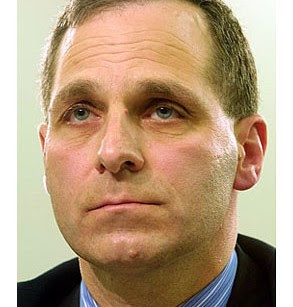 http://media.salon.com/2002/06/judging_louis_freeh-293x307.jpg