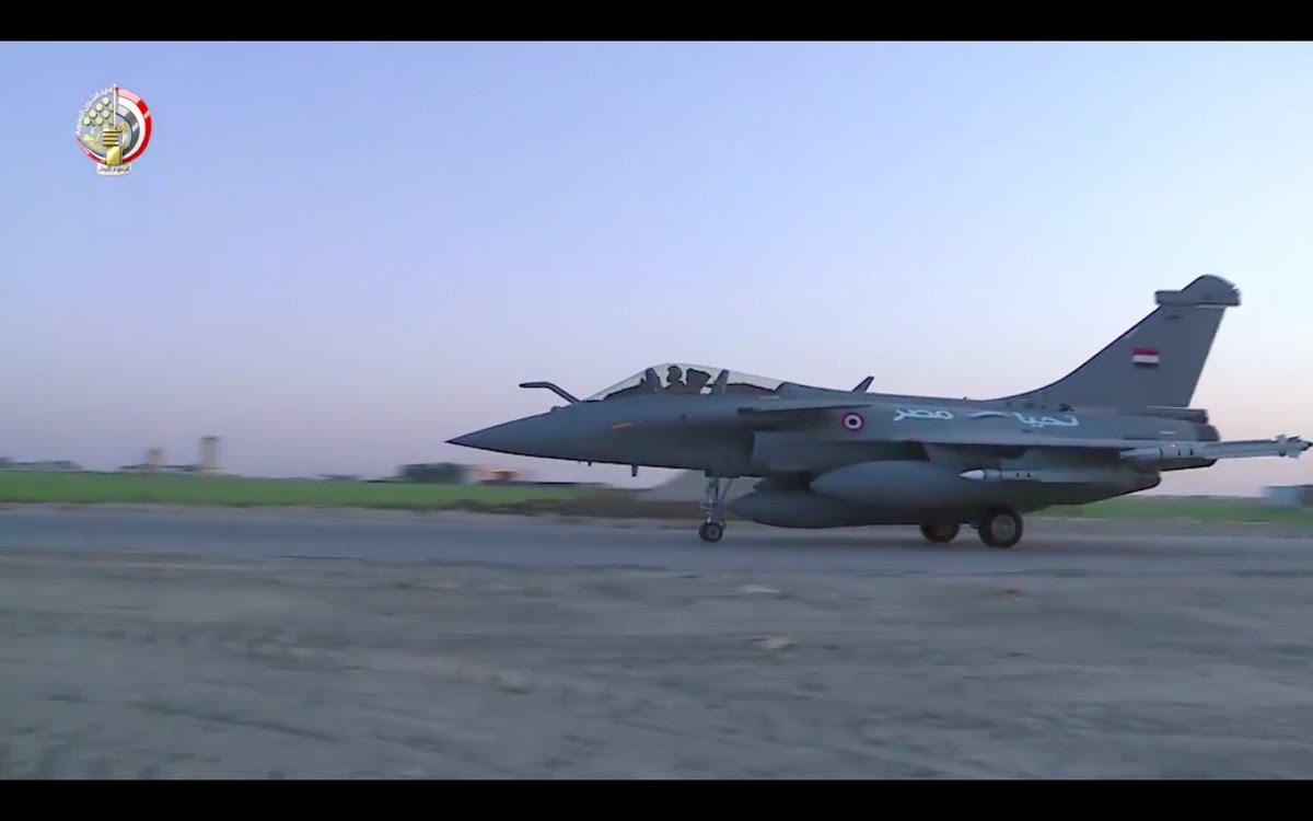 ΕΚΤΑΚΤΟ – Boμβαρδίζει ανηλεώς σε ολόκληρη την Λιβύη η Aίγυπτος ανοίγοντας δρόμο για τον εκλεκτό της Μόσχας – Στον αέρα F-16 Block 52 και Rafale με MICA EM – MICA IR μαζί με E-2C Hawkeye 2000 AEW - Εικόνα4