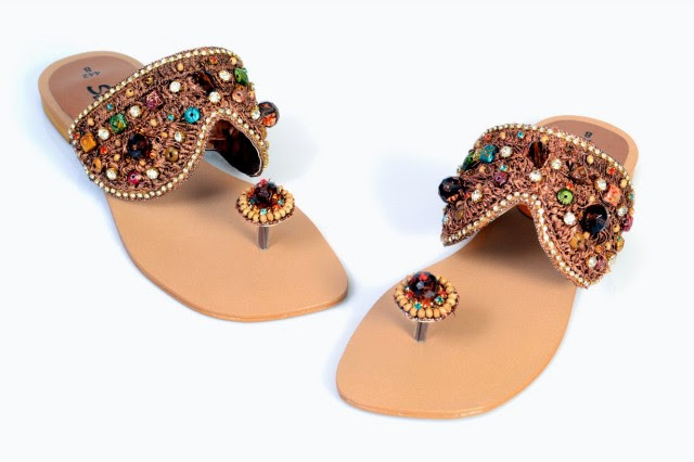 Girls-Womens-Beautiful-Fancy-Flat-Shoes-Eid-Footwear-Collection-2013-by-Metro-Shoes-6
