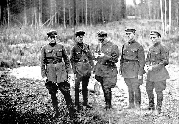 Так называемая комендантская расстрельная команда НКВД,- люди, непосредственно приводившие приговоры в исполнение.