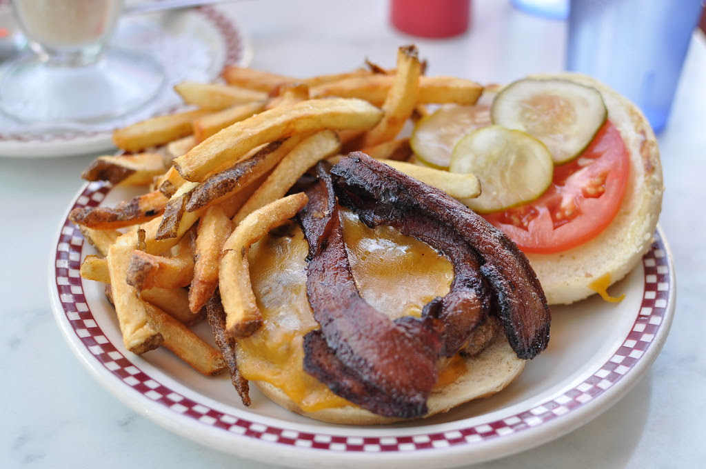 bacon cheddar cheeseburger
