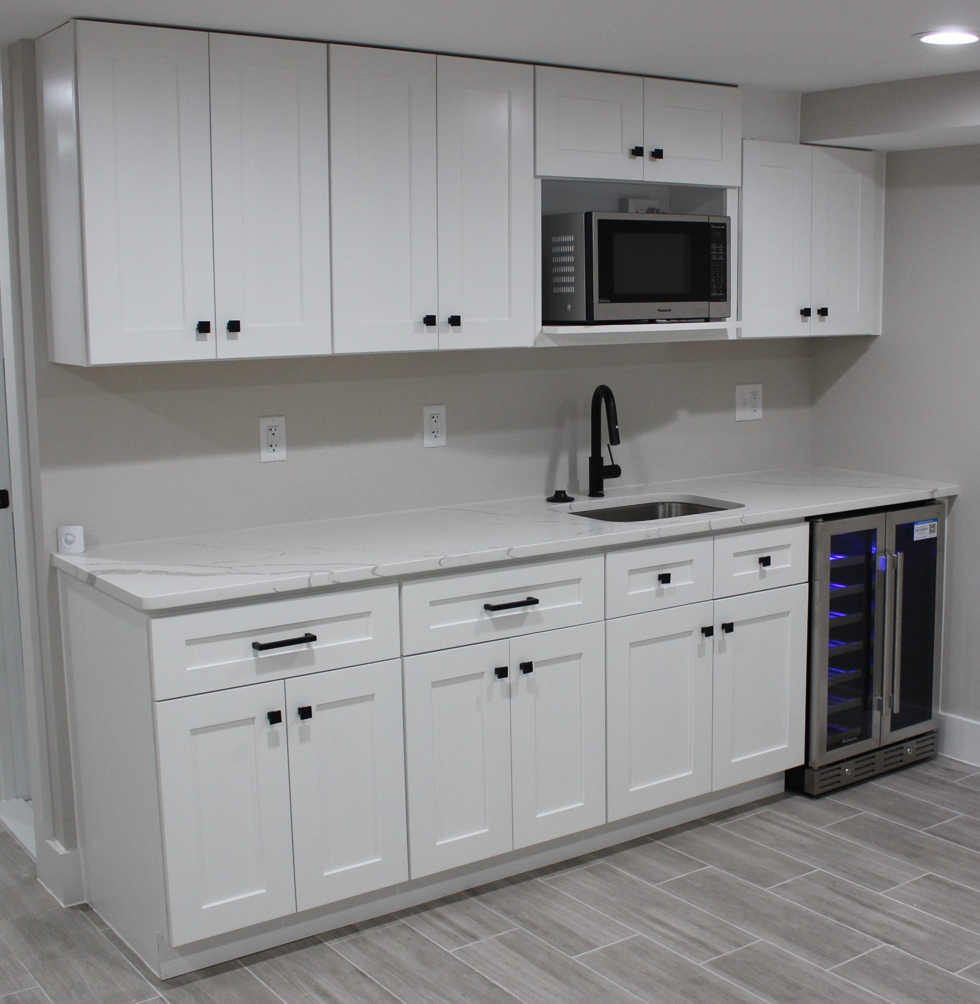 White Shaker Cabinets Kitchen With Calacatta Classic ...