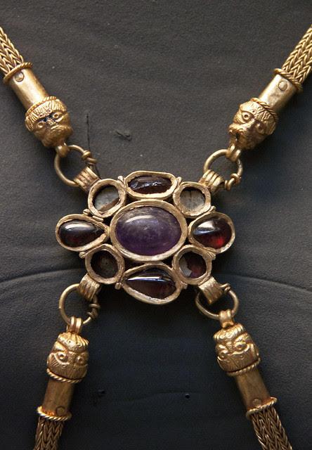 Detail - Gold body chain, Roman