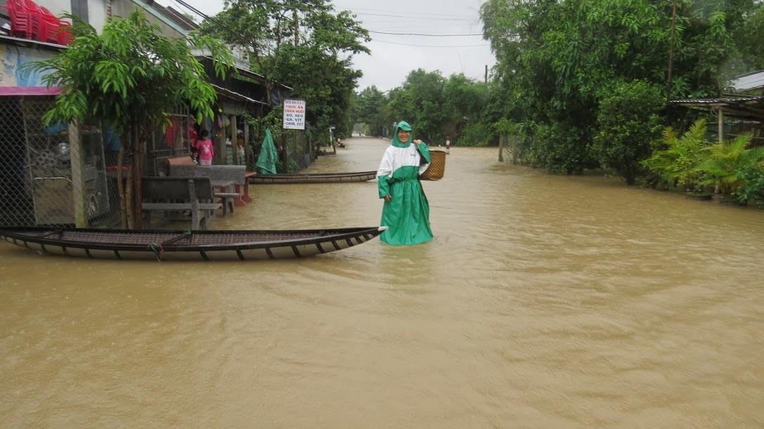 Miền Trung kiệt quệ vì mưa lụt, cầu cứu hơn 1.000 tỷ