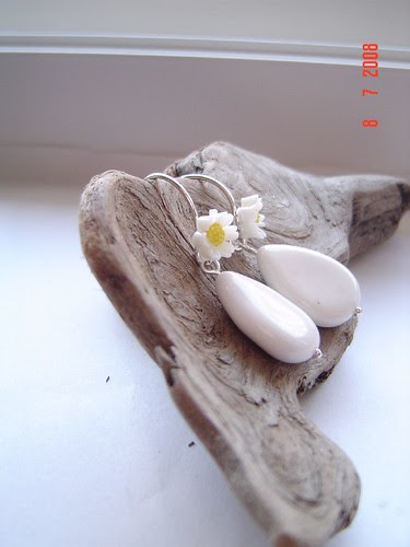 daisy earwires with white agate drops