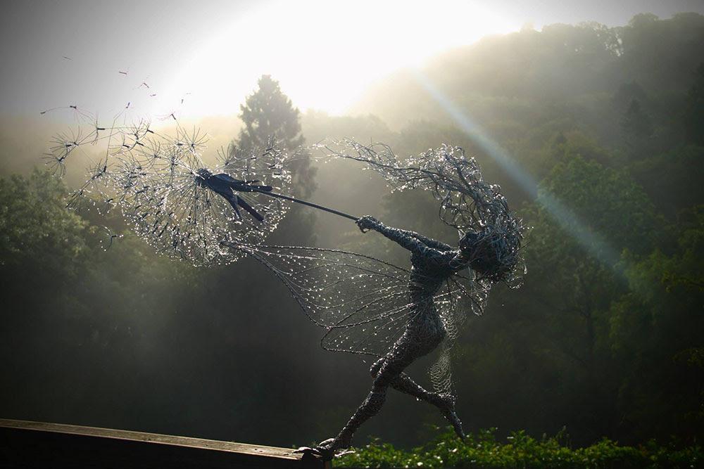 Dramáticos arame de aço inoxidável Fadas por Robin Wight fadas escultura de arame leão