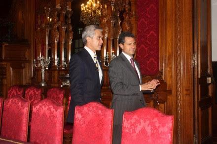 Mancera y Peña de paseo en el Palacio Nacional. Foto: Especial