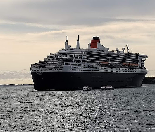 Queen Mary 2 anchors off Rockland - Portland Press Herald