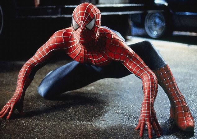 James Acheson foi a figurinista para os três filmes do Homem-Aranha