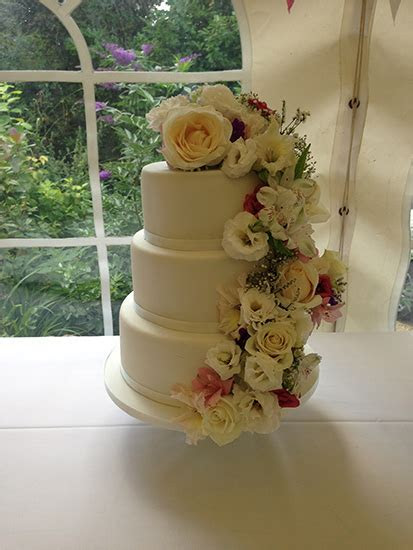 Cakes By Shellyanne   Wedding Cakes in Yeovil, Taunton and