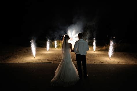 10 Beautiful and Budget Friendly Night Wedding Ideas