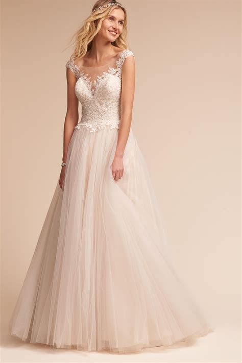 15 #PrettyPerfect Wedding Dresses under $1500   Aisle Perfect