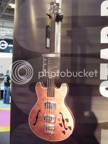 Warwick Star fretless bass