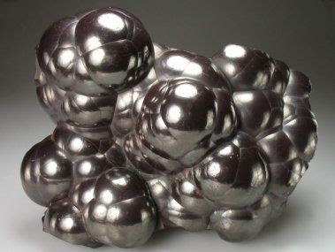 Hematite: very effective at grounding and protecting; used for astral projection by protecting the soul and grounding it back into the body | #perspicacityparty #magicgeodes
