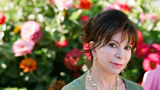 Isabel Allende recibe en Estados Unidos medalla del National Book Award