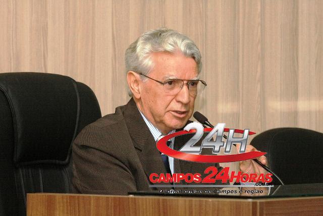 Edson Batista presidindo
